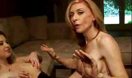 Đưa D cho một cô gái ngực sec vang anh to và mông!