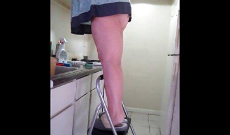 Handjob từ nghiệp dư đĩ Adriene trong vang anh sec nóng nghiệp dư khiêu dâm